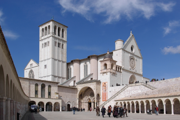 Basilica-of-Assisi-in-Italy